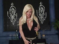 Naughty Diamond Foxxx gets her massive melons out