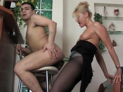 Smashing chick prepares a surprise for her lover revealing her big strap-on