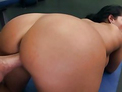 Blistering Bella Reese gets drilled up her snatch