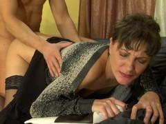 Linda&Connor seductive mamma in action