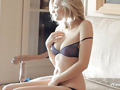 amazing hot body blonde chick showing what she has