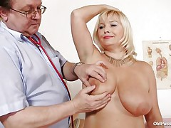 blonde older slut examined in her big cunt