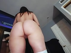 Boyfrend oils butt of gorgeous chick previous to banging her snatch