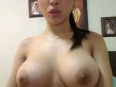OMFG...Busty babe plays with herself and shows it in a chatroom
