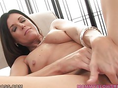 brunette mom gives head