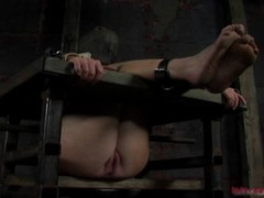 Slavish whore is getting her fucked with the thrilling sextoy